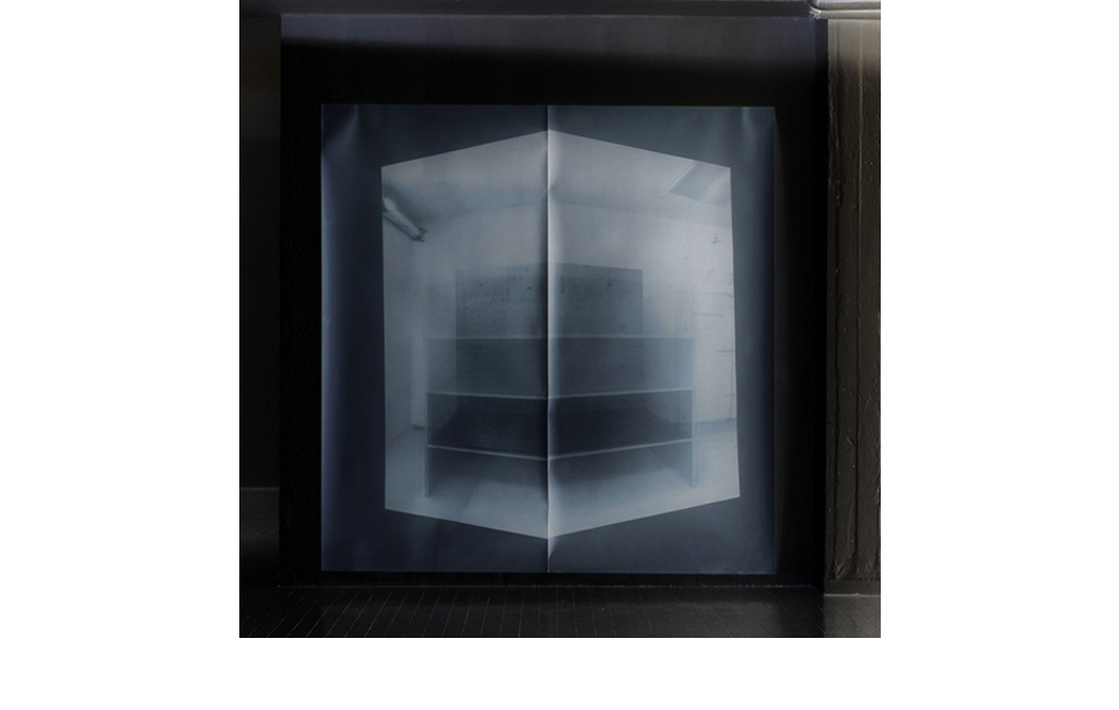 Fabio Sandri, Cassaforma, 2015/16 - Loop video projection on photosensitive paper, Imprint on unfixed photographic paper, Photography (inversion of the imprint in the environment)